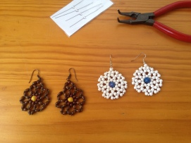 Earrings with paper and wooden beads in round net stitch